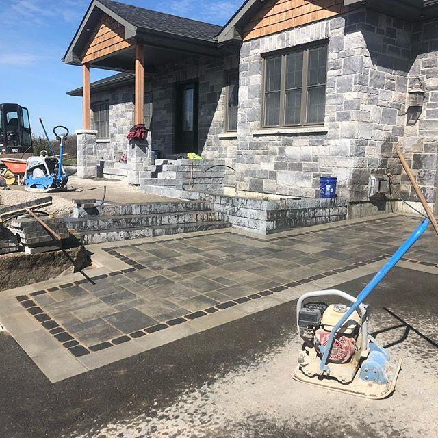 Almost a wrap on this front entry - final touches next week! @techobloc #blu #rocka #villagio #para #hardscapelife #designbuild #landscapequinte